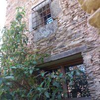 Muestra de fachada rehabilitada en la vieja vivienda