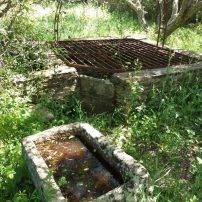Pozo original recuperado, agua potable de manantial de sierra