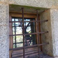 Parte exterior de ventana original, interior rehabilitada