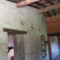 Punto de distribución desde el salón a escaleras y habitaciones